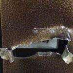 Ремонт разрыва полотна металлической двери в квартиру