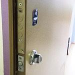 Врезка сувальдного замка Эльбор в металлическую дверь