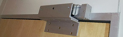 Установка электромагнитного замка на входную дверь