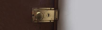 Монтаж замка в новое место накладным способом в деревянную или металлическую дверь с подготовкой посадочного места