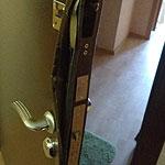 Ремонт входной металлической двери в квартиру с выправлением дверного полотна