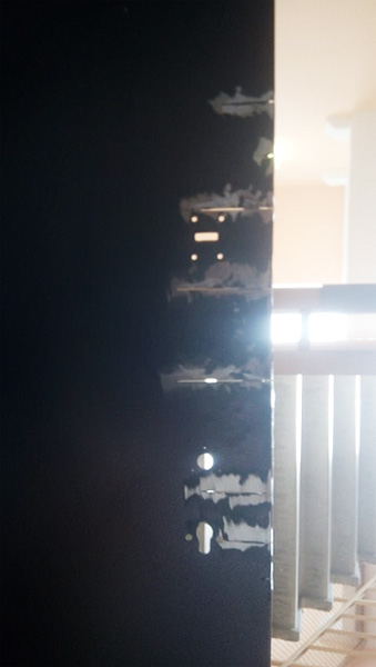 Ремонт металлической двери со сваркой и зачисткой разрезов