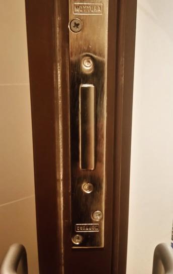 Установка замка MOTTURA 40.701.60 с торца двери