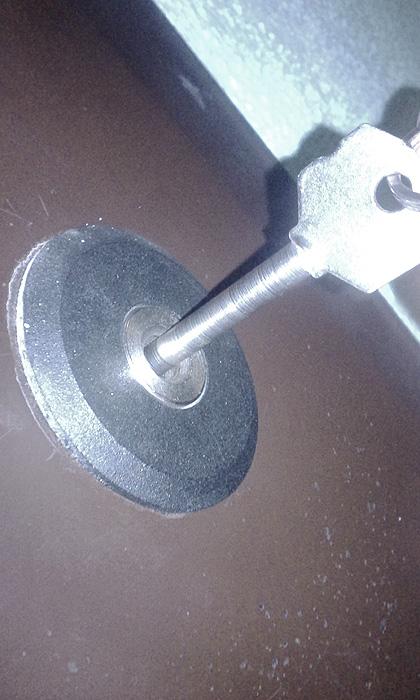 Вскрытие замка Барьер 2 Р на металлической двери