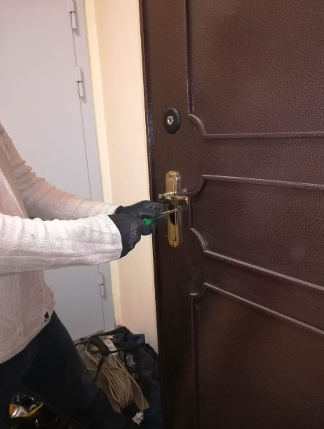 Вскрытие металлической двери с сувальдным замком без повреждений