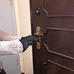 Вскрытие дверного врезного сувальдного замка квартиры отмычками