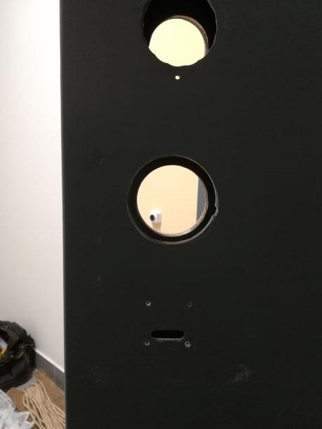 Металлическая дверь с посадочными местами, отверстиями для механического замка
